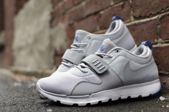 nike_sb_trainerendor_pr_pltnm_wlf_grey-gm_ryl-white_feature