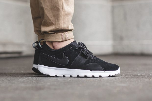 nike-sb-trainerendor-black-white-1